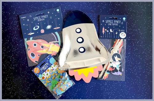 Material für eine Weltraum Schultüte