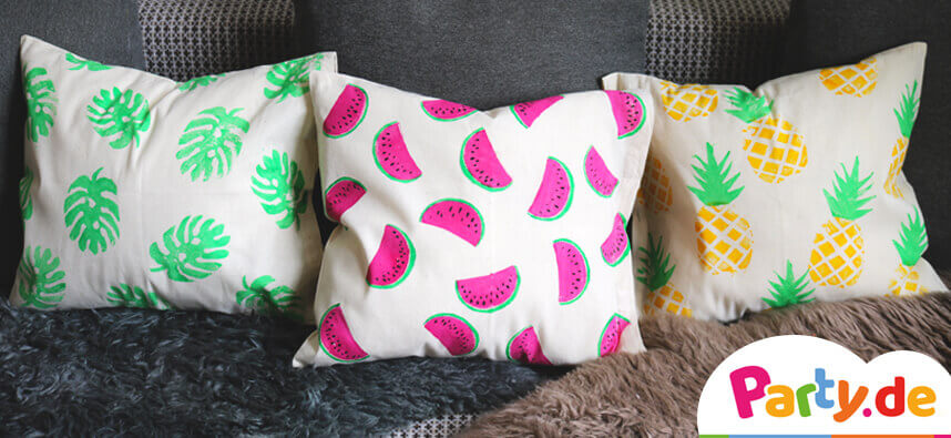 Verschiedene Muster auf Kissen mit Kartoffeldruck