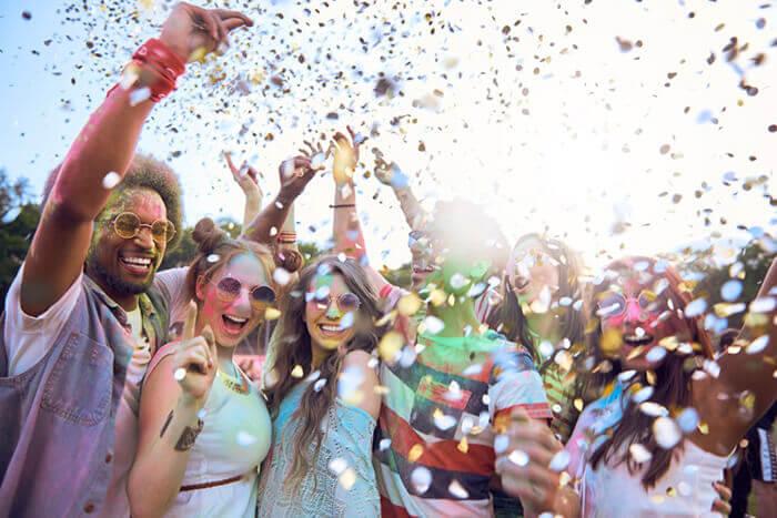 Holy Farbfestival mit Konfetti